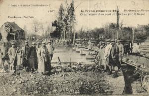 CPA Militaire - Env. de NOYON - Construction d'un pont (92039)