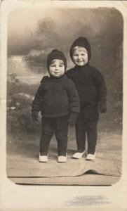RP; KINGSTON  , Ontario , Canada , 1914 ; 2 Boys