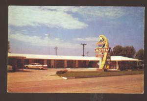 MUSKOGEE OKLAHOMA SIESTA MOTEL OLD CARS 1957 PLYMOUTH SAVOY POSTCARD OLD