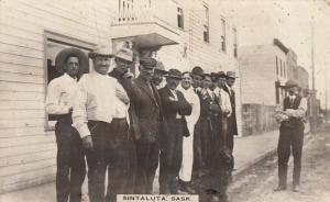 RP: SINTALUTA , Sask. , Canada , 1900-10s ; Men on street