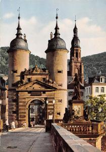 Heidelberg Das Brueckentor mit Karl Theodor Denkmal Statue Monument