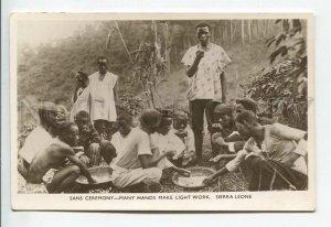 438887 AFRICA Sierra Leone Sans ceremony many hands make light work Old photo