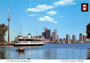B74213 CN tower ship bateaux Toronto ontario   canada