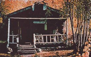 Robert's Service Cabin , Dawson City , Yukon , Canada  , PU-1966
