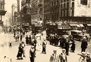 NY - New York City. Corner of 5th Ave & 42nd St, 1920. (1976 Repro of old Photo)