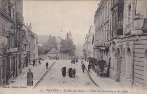 VANNES , France , 00-10s : La Rue du Menee et l'Hotel du Commerce et de l'Epee