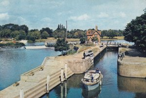 Goring Lock , Oxfordshire , 1966