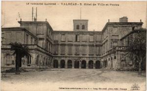 CPA Le VAUCLUSE Illustre - VALREAS - L'Hotel de Ville et Postes (511722)