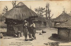 CPA Sénégal Afrique 311. Dakar, Fortier, Interieur de Village Mandingue (70165)