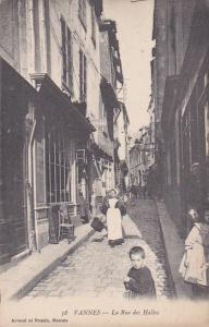 VANNES , France , 00-10s :  La Rue des Halles