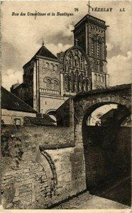 CPA Vezelay - Rue des Ursulines et la Basilique FRANCE (961000)