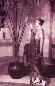 Nostalgia Postcard High Fashion, Hyde Park Hotel, London, November 1920 #N1135