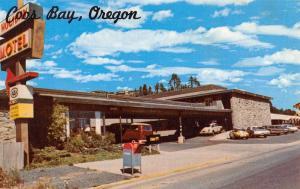Coos Bay Oregon Holiday Motel Street View Vintage Postcard K57470
