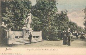 Germany Berlin Siegesallee Denkmal Friedrichs des Grossen 03.32