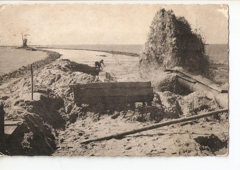 Postal 028238 : Dijkbouw Z. Flevoland, Opspuiten can het zandlichaarn tussen ...