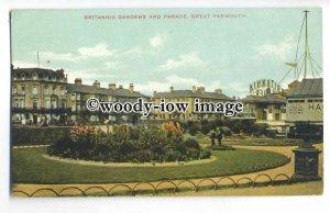 tq0368 - Norfolk - Britannia Gardens & the Parade, in Great Yarmouth - Postcard