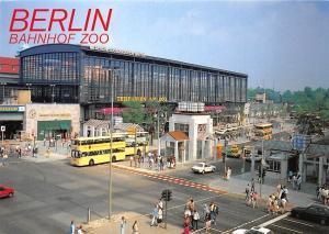 Berlin Bahnhof Zoo Strasse Auto Cars Voitures