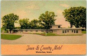 1950s Waterloo, Iowa Postcard TOWN & CENTURY MOTEL Highway 218 Roadside LINEN
