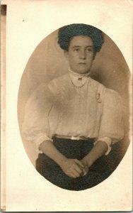 Vtg Tarjeta Postal RPPC Ca 1900s Retrato Of A Young Señora Studio Vista sin Usar