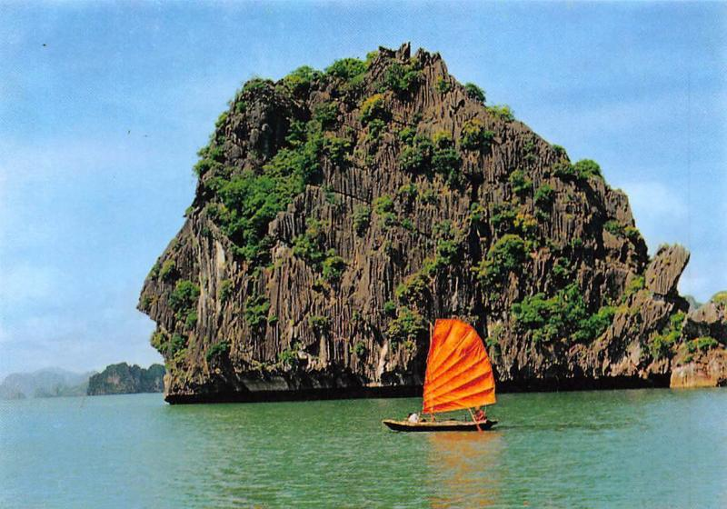 Vietnam Ha Long Bay, The Human Head Island Hon Dau Nguoi Boat
