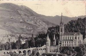 France Lourdes La Basilique vue de cote et les Pyrenees 1952