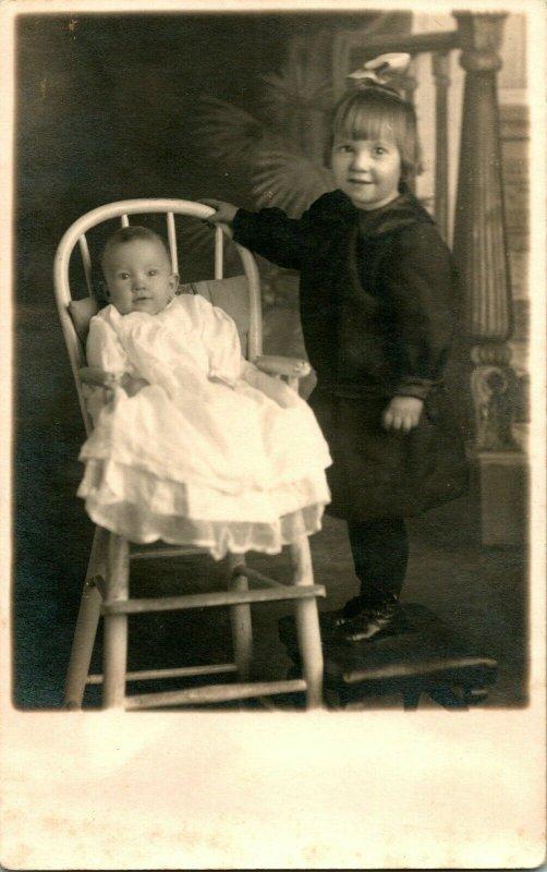 Vtg Carte Postale Cppr Studio Vue 1910s Artura Adorable Enfants Gladys & Claudia