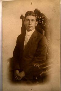 pre-1915 rppc MAN POSING IN SUIT & TIE in Toldeo Ohio studio - OH postcard y3615