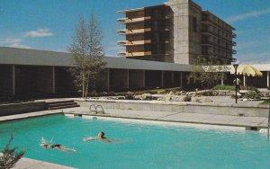 EDMONTON , Alberta , Canada , 50-60s ; Swimming Pool , Edmonton Inn