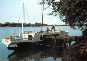 BG20818 the gambia ship bateaux