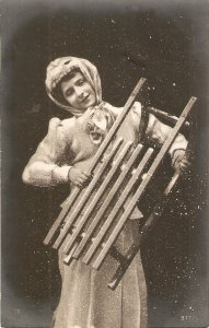 Lady carrying a heavy ovjecg Nice old vintage German postcard