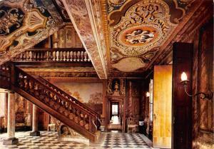 Belgium Le Chateau d'Aigremont Vestibule et cage d'escalier Peintures murales