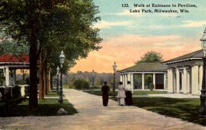 Milwaukee, Wisconsin - Walking to the entrance Pavilion at Lake Park - in 1912