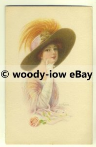 su1532 - Young woman - Large Hat - Glamour - artist Fred S Manning - postcard