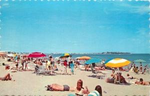 Hampton Beach, New Hampshire, NH, Bathers, Beach Umbrellas, Vtg Postcard b3821