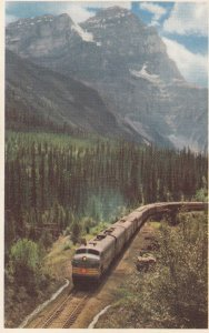 Train at Mt Stephen , FIELD , B.C. , Canada , 30-40s