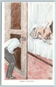 Postcard French Risque Man Woman Nude Action Cartoon Peeping Into Bedroom Q16