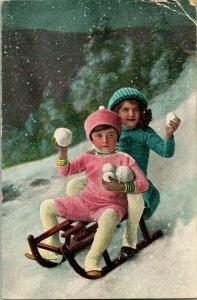 Vtg Carte Postale 1910 Noël Enfants Equitation Descente Sur Luge Throwning