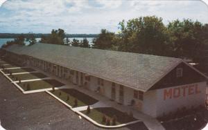 Davis Motel & Tourist Court east of BROCKVILLE, Ontario, Canada, PU-1957