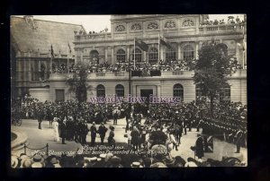 r3435 - Royal Show 1913, Miss Stancombe-Wills presented to George V - postcard