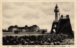 CPA TROUVILLE La Reine des Plages - Le Phare a Marée Basse et le (516512)