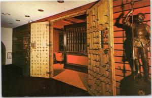 Soverign's Court Lounge, El Conquistador Hotel, Las Croabas, Suit of Armor