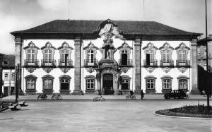 Portugal Braga Camara Municipal Front view Motorcycles Vintage Car Postcard