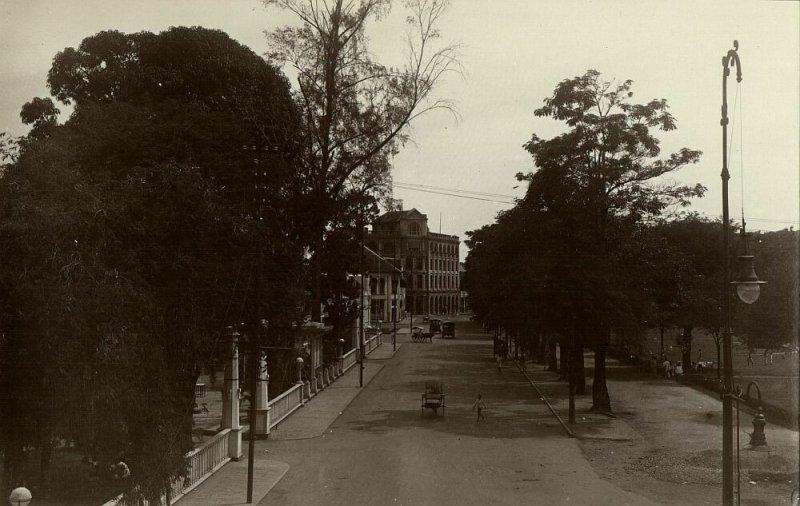 indonesia, SUMATRA MEDAN, Esplanade, Hotel De Boer (left) (1910s) RPPC Postcard