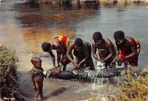 BG21284 africa in pictures washing in the river types folklore child liberia