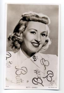 b3725 - Film Actress - Betty Grable - postcard Picturegoer W527