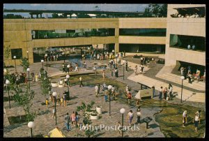 Central Courtyard and River Walk, Mud Island
