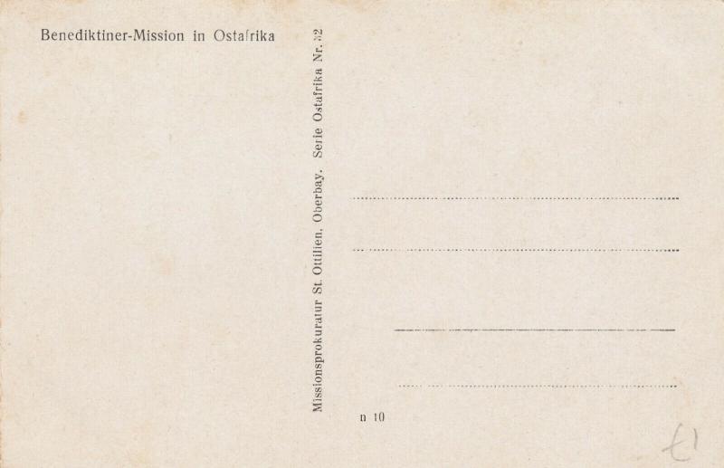 Benediktiner-Mission , Ostafrika , 00-10s ; Boy w/ Pineapples