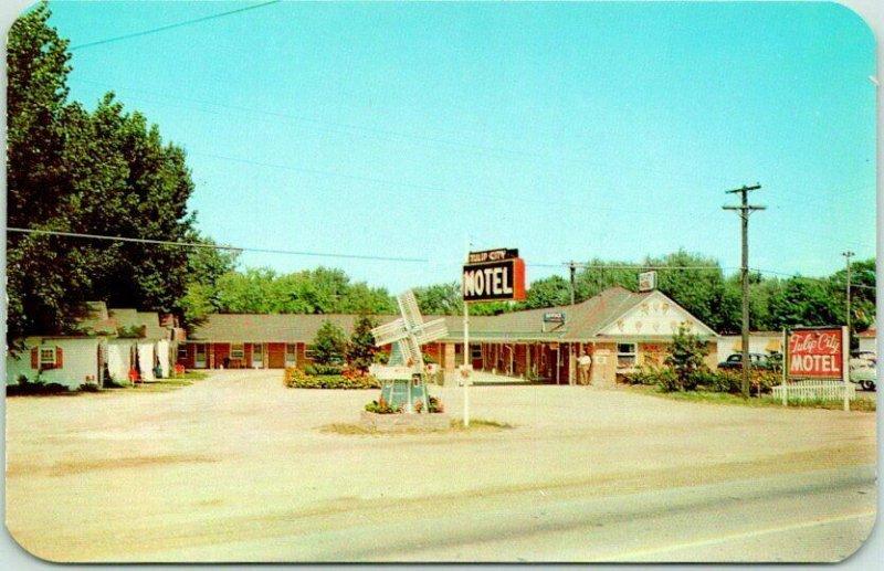 Holland, Michigan Postcard TULIP CITY MOTEL / M21 Roadside Chrome c1950s Unused