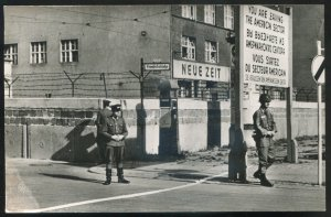 dc286 - GERMANY Berlin 1940s Friedrichstrasse Check Point. Real Photo Postcard