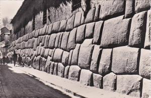 Peru Cuzco Calle con muro Incaico Real Photo
